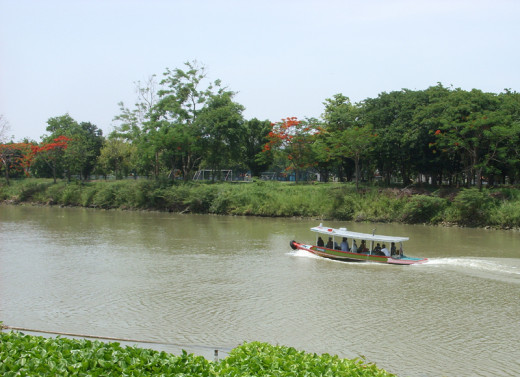 Boat trip on Chao Phraya River