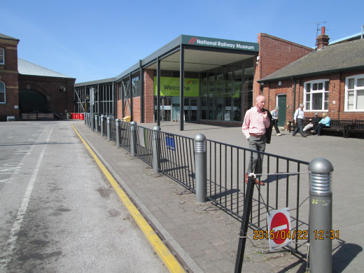 The entrance via the Peter Allen building between the station and loco depot on Leeman Road