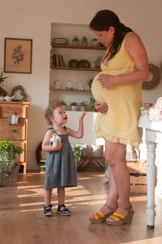 Eating a proper diet while pregnant can help protect the health of both mother and child.