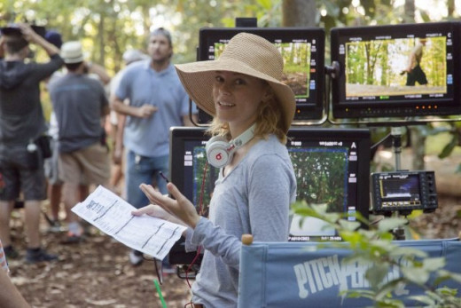 Elizabeth Banks directing Pitch Perfect 2