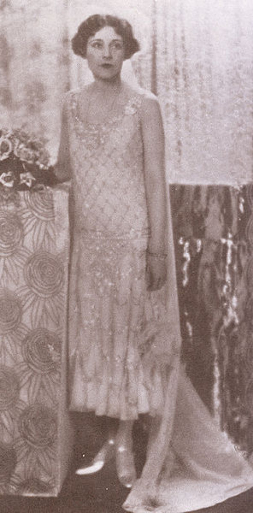 Barbara Cartland in 1925 in her flapper fashion outfit.