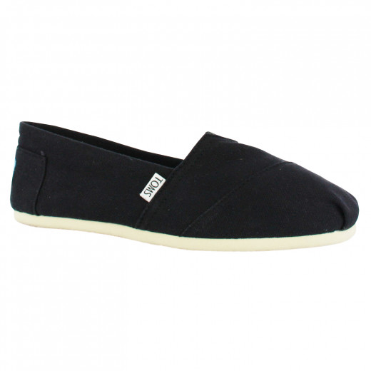 Black toms are super easy and comfy while still looking cute.