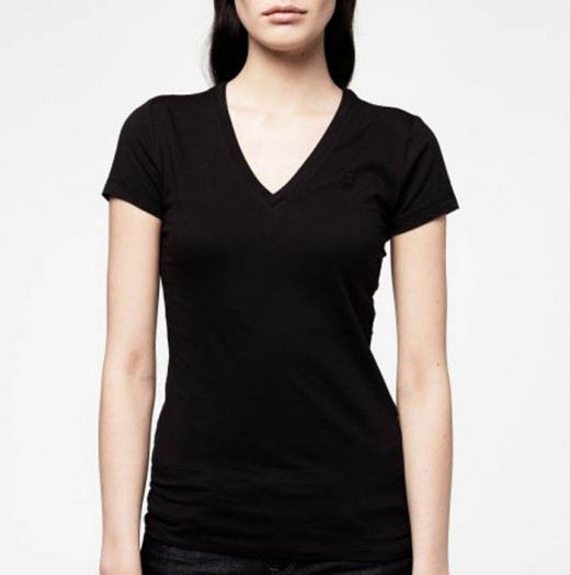 Black t-shirts are a basic but core way to build your wardrobe.