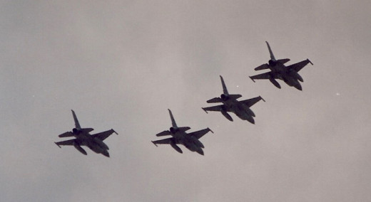 A flight of USAF F-16s over the Washington Mall during the Desert Storm Victory Parade, June 1991.