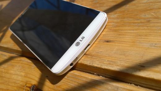 Bottom of LGG3 with Logo &usb & headset sockets