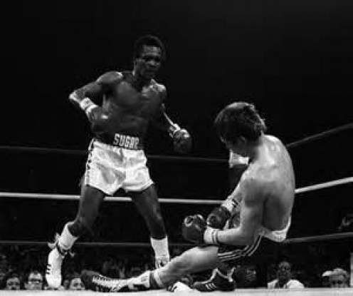 Sugar Ray Leonard made the first defense of his welterweight championship by flattening Green in four heats.