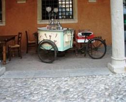 Mobile ice cream cart
