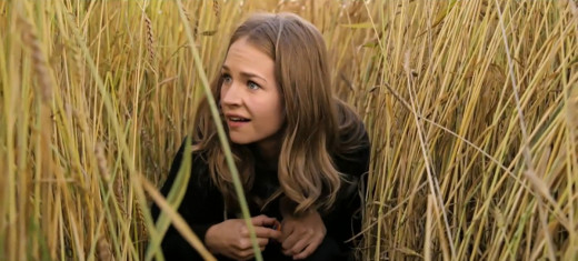 Casey (Britt Robertson) gets her first glimpse at Tomorrowland.