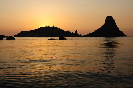 Sunrise over the Islands of the Cyclops, Acitrezza, Sicily, Italy - gnuckx - CC-BY-2.0