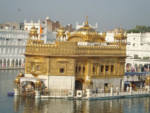 Golden Temple Punjab By Varunnag123 [CC-CC-BY-SA-3.0 (http://creativecommons.org/licenses/by/3.0/)], via Wikimedia Commons