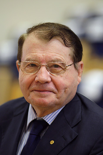 Dr. Luc Montagnier of the Pasteur Institute