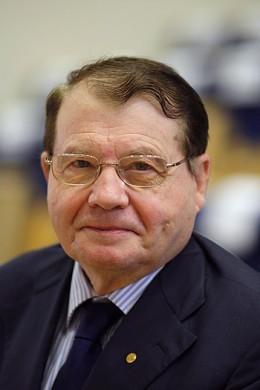 Dr. Luc Montagnier of the Pasteur Institute