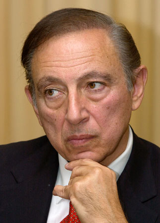 Dr. Robert Gallo of the National Cancer Institute