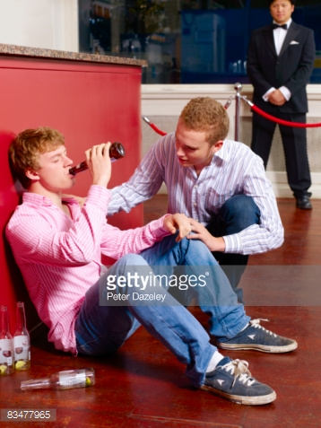 Bouncer keeps drinking guy company until the cops arrive.