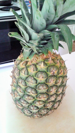 Choose one with fresh looking leaves and has a faint pineapple smell.