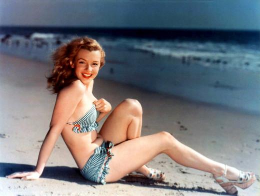 Marilyn Monroe Queen of Curves