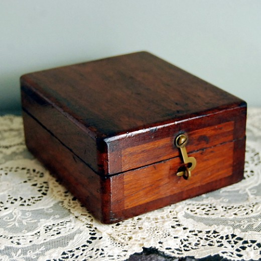 Wooden box - photo by Calloohcallay. http://www.flickr.com/photos/calloohcallay/