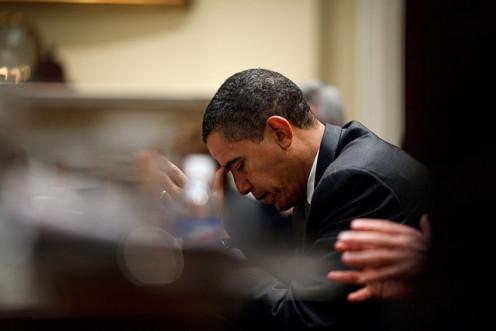 Barack Obama, praying