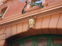 Some Japanese find 19th Century Australian architecture fascinating. Here is the head of Queen Victoria above a fire station in Sydney.