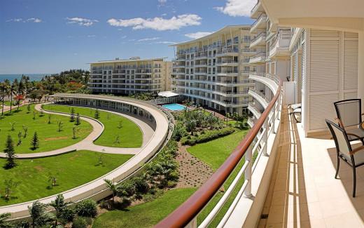 Hilton  - La Promenade Residences