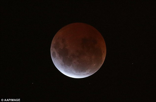 The lunar eclipse of Saturday, 4 April 2015 seen from Melbourne, Australia.