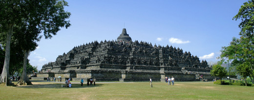 Borobudur temple. Uploaded by Gunkarta under Creative Commons CC BY-SA 3.0.
