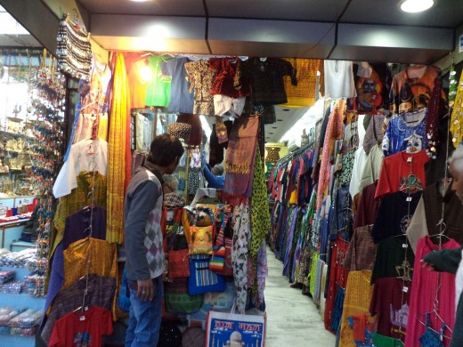 Shopping For Cheap, Decent Quality Trendy Clothes In Janpath, Delhi