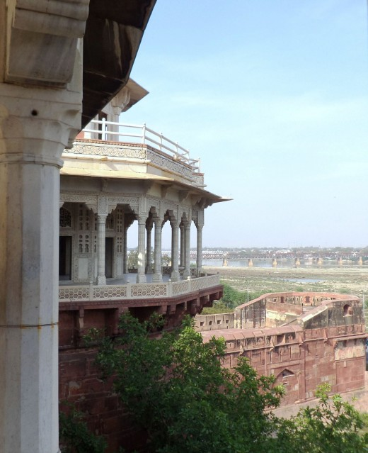 The Beauty of The Red Fort, Agra Is Underestimated