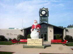 Santa Claus statue in front of Town Hall