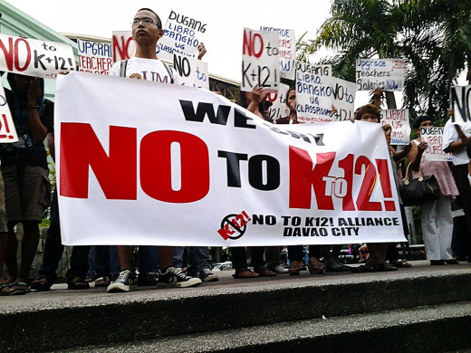 Some people show off their views to the Philippine K to 12 implementation.