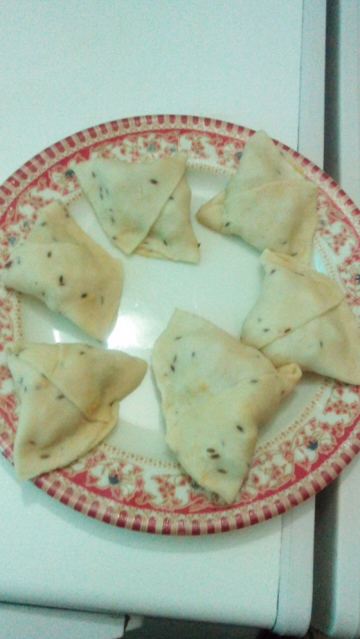 Keep samosas in fridge for few minutes to let them set before frying.