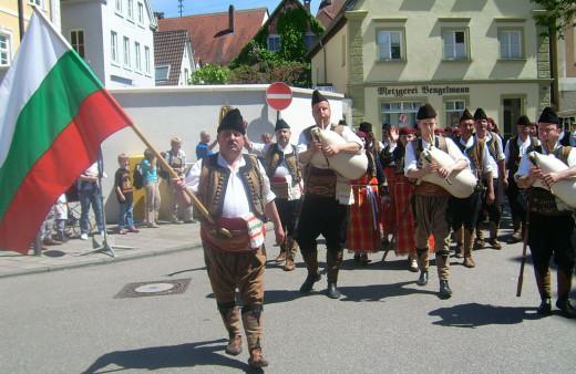Folk music players