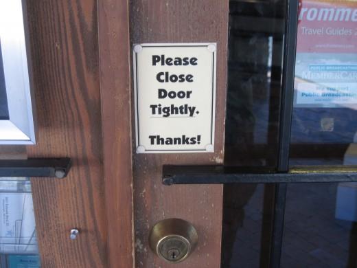 Sign on door of Rattlesnake Museum