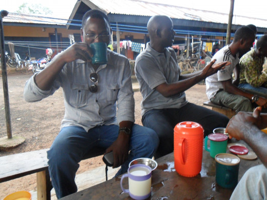 freshly tapped palmwine and tasty food available in the closeby rubber plantation village