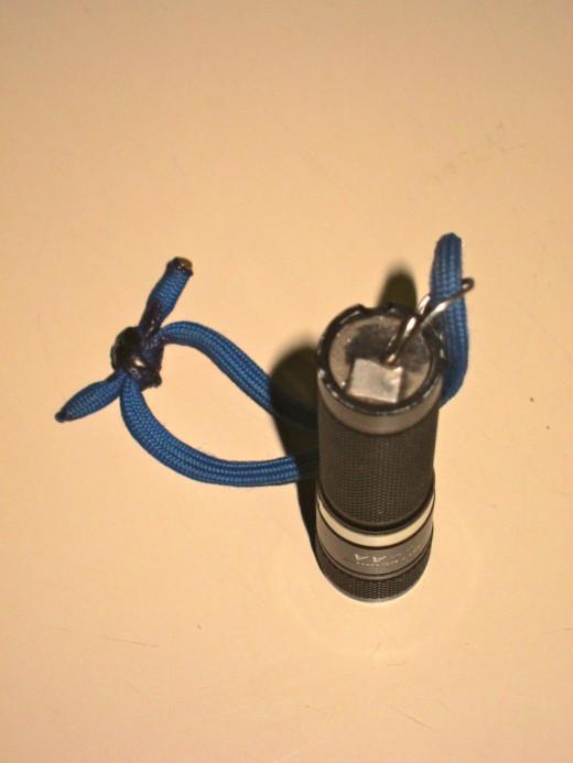 Magnet on back of Nitecore sens AA