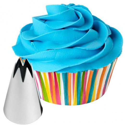 The Wilton 1M tip creates a perfect swirl design to your lemon mint poppy seed cupcakes.