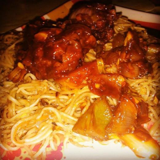 Chilli Chicken served with Chicken Hakka Noodles