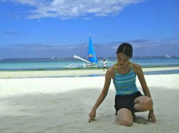 white sands and blue water of Boracay