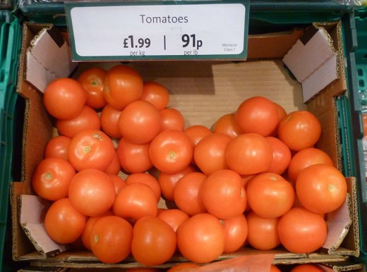 Tomato has natural bleaching agents which helps to reduce pigmentation