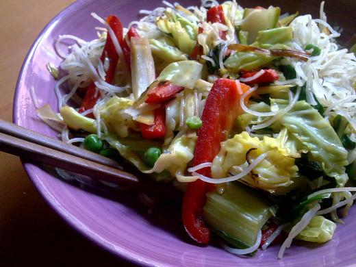 photo credit: Vegan noodles - Fideos chinos veganos - Noodles amb verdures. via photopin (license)
