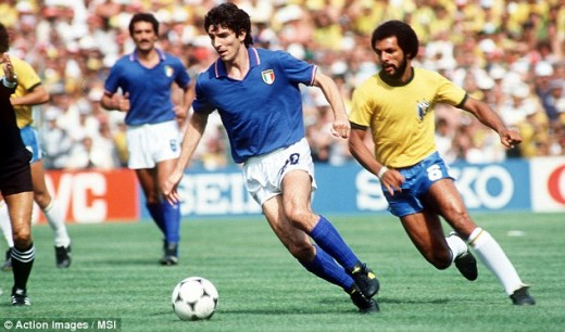 Paolo Rossi is followed by Júnior in the famous match against Brazil in 1982