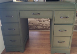 Have you ever refinished furniture? Are you a fan of the shabby chic / vintage style?