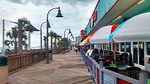 Restaurants along the boardwalk maintain outdoor seating even in winter.