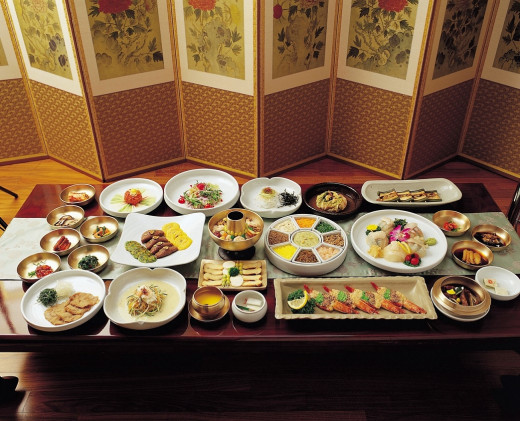 A traditional palace table setting fit for a king known as surasang (수라상)