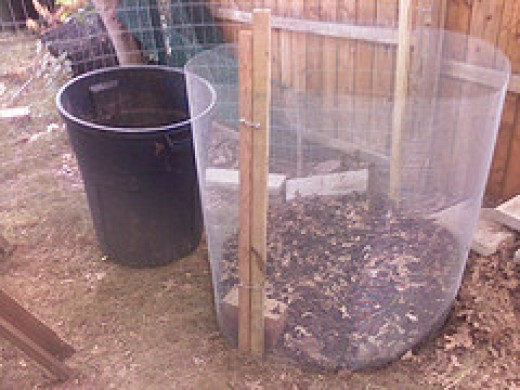 Very cheap and easy to make compost bin, just need some stakes and few hard corrugated sheets