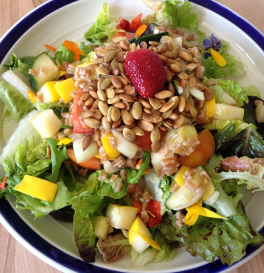 Fruity salad with seeds and greens