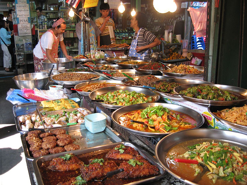 10 Tips for Traveling The World on a Low Budget; eat on the street