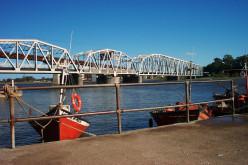 Bridge and boats: Barra Santa Lucía