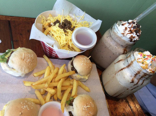 Nachos, A-reese in Wonderland (drinks), Jav-Aladdin (drinks), Mini-bites