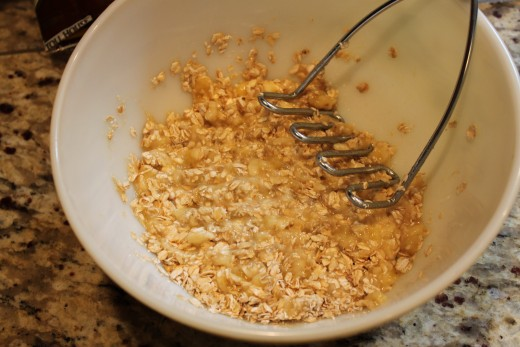 Then mash the bananas into the oatmeal to get a 'dough'.